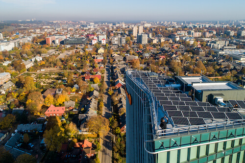 Solet-Technics-irenge-saules-jegaine-Vilniaus-dangoraizyje