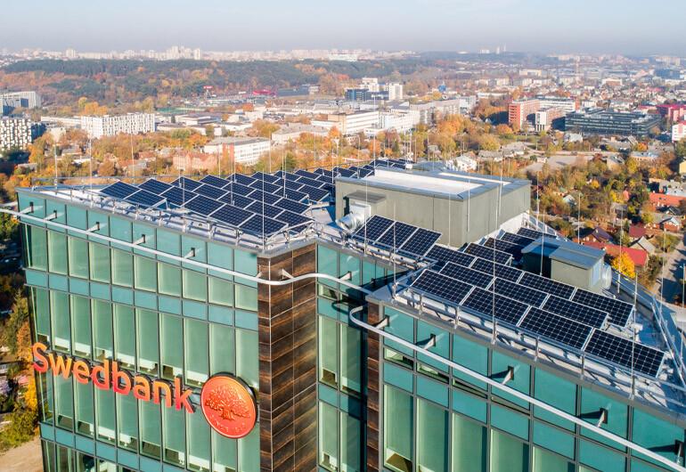 Solet technics irengta saules elektrine ant swedbank pastato stogo