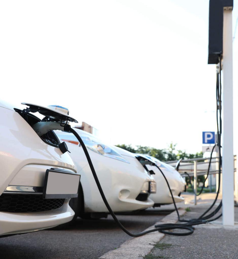 elektromobiliu stoteliu irengimo procesas
