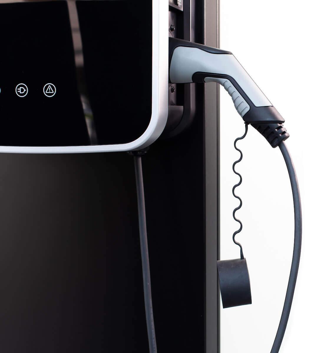 elektromobilio ikrovimo stotele ir ikrovimo kabelis