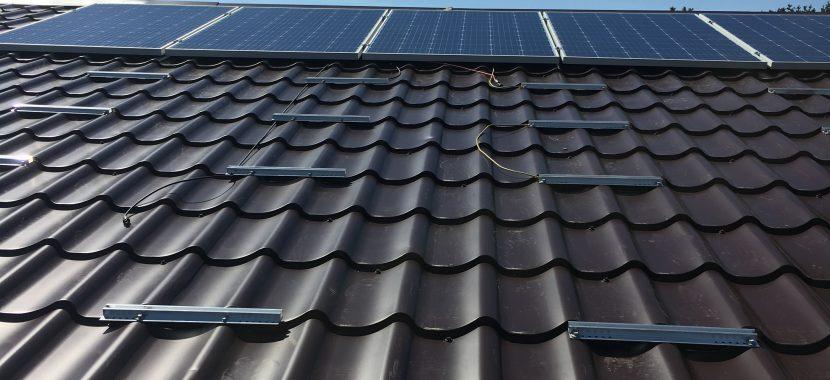 saulės elektrinės tvirtinimo sistema banguotai skardai