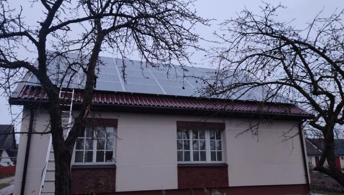 Namas su saulės elektrine
