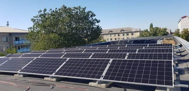 saulės elektrinė moldovoje ant plokščio stogo