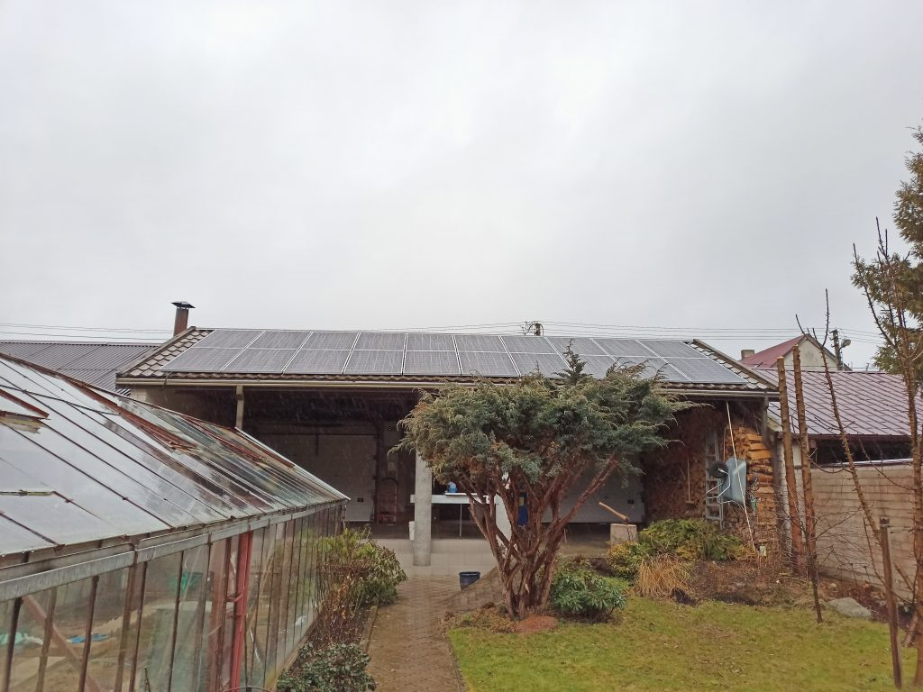 jėgainė ant skardinio stogo