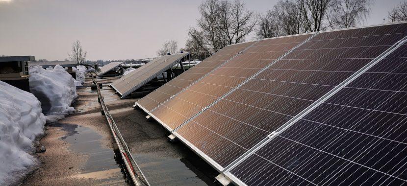 veikia saulės elektrinė žiemą