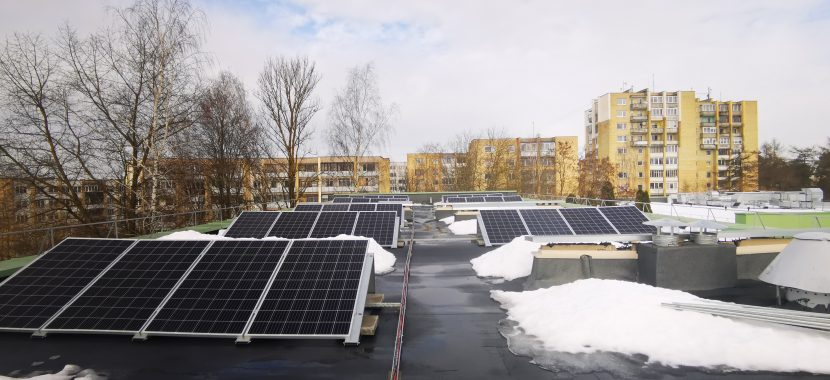 saulės elektrinės įrengimas žiemą