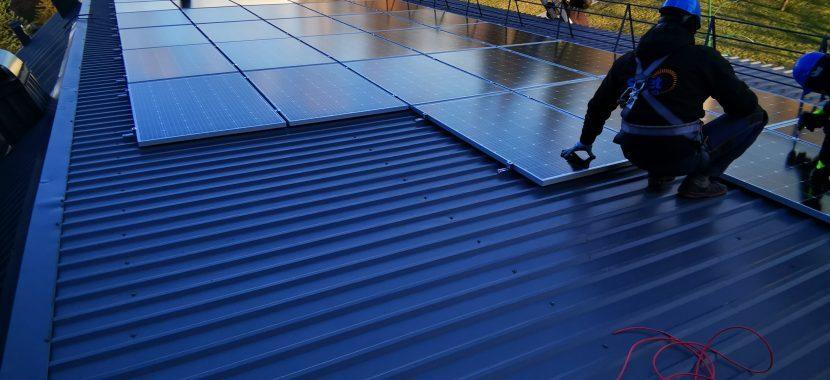 montuojami saulės moduliai baterijos