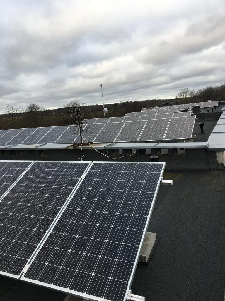 saulės elektrinė su įžeminimu