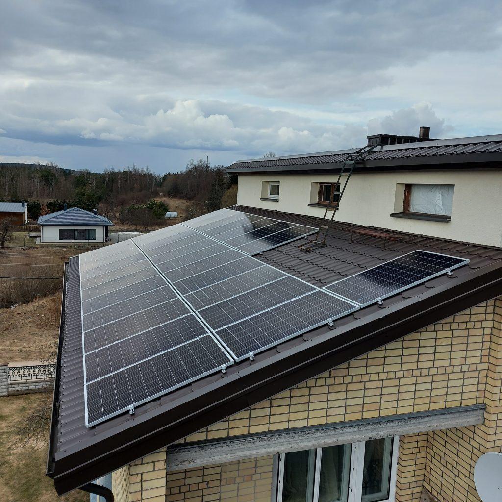 saulės moduliai ant pastato