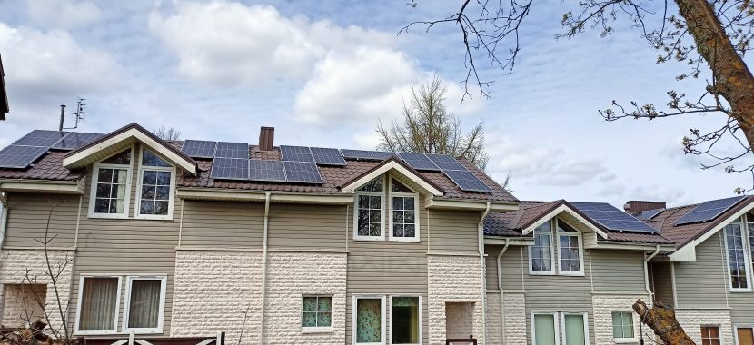 Saulės elektrinė ant gyvenamojo namo komplekso