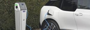 Fimer Flexa AC įkrovimo stotelė kraunanti elektromobilį